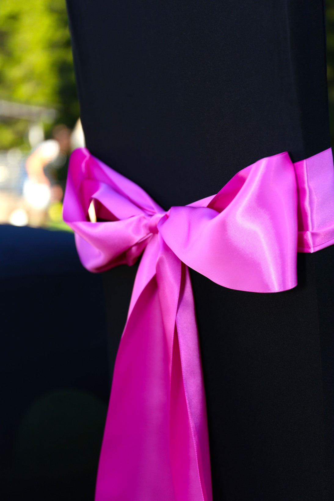 Musta sterch huppu pinkillä nauhalla