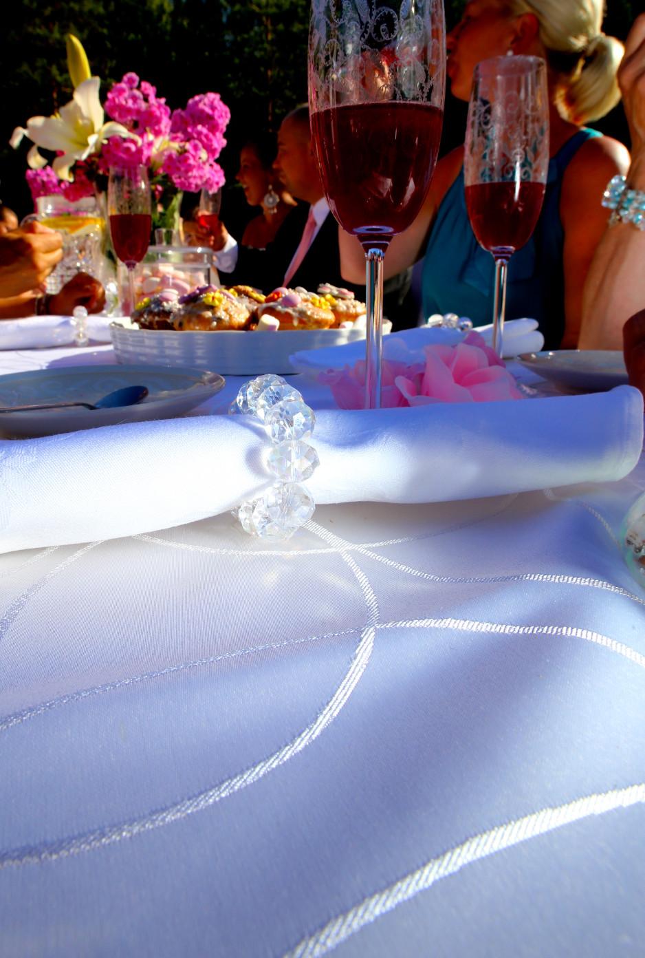 Pöytäliina sekä servietti
